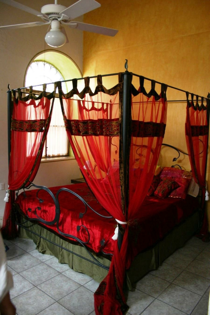 Cautious Sleep With The Best Four Poster Bed Curtain