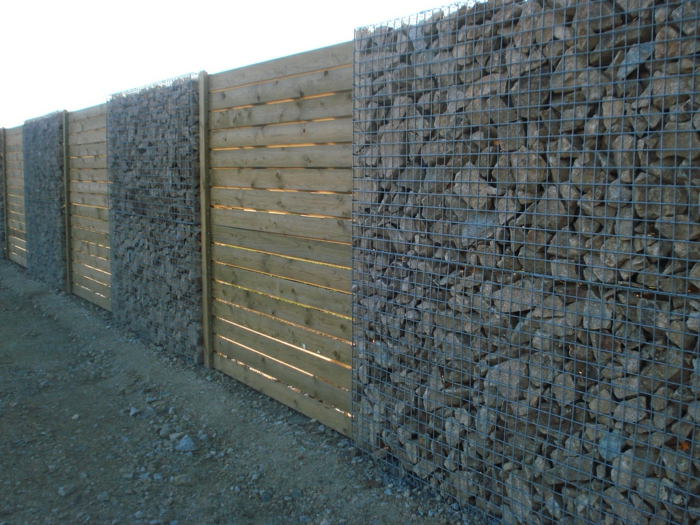combination-wood-gabionen wall