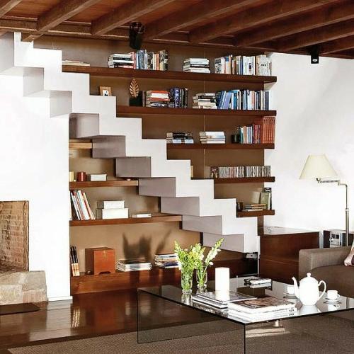 Idee di stoccaggio Aprire ripiani e scale